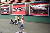 "09 SEP 2005, BERLIN/GERMANY:<br /> Grossflaechenplakate der SPD zu Kirchhof: ""Merkel/Kirchhof: Radikal unsozial!"", Wilhelmstrasse<br /> IMAGE: 20050909-04-0<br /> KEYWORDS: Plakat, Wahlkampf, Bundestagswahl, Grossfflächenplakate"