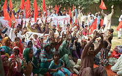 September 27, 2018 - Lahore, Punjab, Pakistan - Workers of Pakistan Bhatta Mazdoor Union Punjab (PBMU) including Several Labours unions are holding protest demonstration for acceptance of their demands, at Lahore press club. (Credit Image: © Rana Sajid Hussain/Pacific Press via ZUMA Wire)