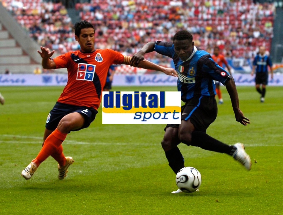 Photo: Daniel Hambury.<br />FC Porto v Inter Milan. Amsterdam Tournament. <br />05/08/2006.<br />Inter's Obafemi Martins scores his first goal.