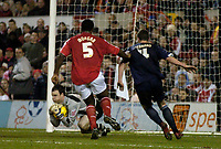 Photo: Glyn Thomas.<br />Nottingham Forest v Walsall. Coca Cola League 1.<br />10/12/2005.<br />Walsall's keeper Joe Murphy (L) makes a late save to deny Forest a winner.