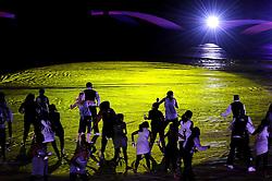 11.07.2010, Soccer-City-Stadion, Johannesburg, RSA, FIFA WM 2010, Finale, Niederlande (NED) vs Spanien (ESP) im Bild Choregorafie bei der Abschlusszeremonie, EXPA Pictures © 2010, PhotoCredit: EXPA/ InsideFoto/ Perottino *** ATTENTION *** FOR AUSTRIA AND SLOVENIA USE ONLY! / SPORTIDA PHOTO AGENCY