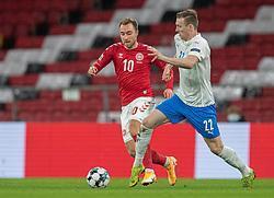 Christian Eriksen (Danmark) og Jón Dadi Bödvarsson (Island) under kampen i Nations League mellem Danmark og Island den 15. november 2020 i Parken, København (Foto: Claus Birch).
