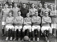 Fotball<br /> Lagbilde Manchester United<br /> Foto: Colorsport/Digitalsport<br /> NORWAY ONLY<br /> <br /> Manchester United. 1919-20, 1st. X1, (back row L>R) C.Moore, Mr. G.Bedford, L.Hilditch, J.Mew, J.Silcock, A.Nealmer (Trainer), A.Whalley, F.Hodges, T.Meenan, (front Row L>R) G.Bissett, J.Hodge, J.Spence, W.Toms,F.Honkins.