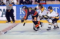 Hockey UPC-ligaen 22.09.05 Trondheim - Stavanger Oilers <br /> Christian Dahl Andesen og Rene Sethereng prøver å stanse 2-målscorer Inge Stokvik<br /> Foto: Carl-Erik Eriksson, Digitalsport