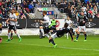 Fotball Menn Eliteserien Rosenborg - Strømsgodset<br /> Lerkendal Stadion, Trondheim<br /> 4 juni 2017<br /> <br /> Foranledningen til 1-0-scoringen. Godsets Mounir Hamoud forsøker å stoppe Rosenborgs Fredrik Midtsjø som header mot mål<br /> <br /> <br /> <br /> Foto : Arve Johnsen, Digitalsport