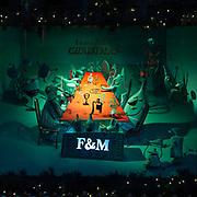 Forntum & Mason vasto emporio per la vendita di beni di lusso nella centralissima Piccadilly Street a Westminster, fornitore della Famiglia Reale inglese fin dalla sua apertura nei primi anni del 1700.<br /> <br /> Fortnum & Mason the large upmarket store in Piccadilly Street in Westminster, British Royal Family supplier since his opening at the beginning of 1700.
