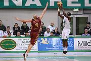 DESCRIZIONE : Siena Lega A 2013-14 Montepaschi Siena Umana Venezia<br /> GIOCATORE : David Reginald Cournooh<br /> CATEGORIA : controcampo tiro tre punti<br /> SQUADRA : Montepaschi Siena<br /> EVENTO : Campionato Lega A 2013-2014<br /> GARA : Montepaschi Siena Umana Venezia<br /> DATA : 11/11/2013<br /> SPORT : Pallacanestro <br /> AUTORE : Agenzia Ciamillo-Castoria/GiulioCiamillo<br /> Galleria : Lega Basket A 2013-2014  <br /> Fotonotizia : Siena Lega A 2013-14 Montepaschi Siena Umana Venezia<br /> Predefinita :