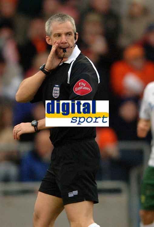Photo: Paul Greenwood.<br />Blackpool v Norwich City. The FA Cup. 27/01/2007. Referee Mr Chris Foy