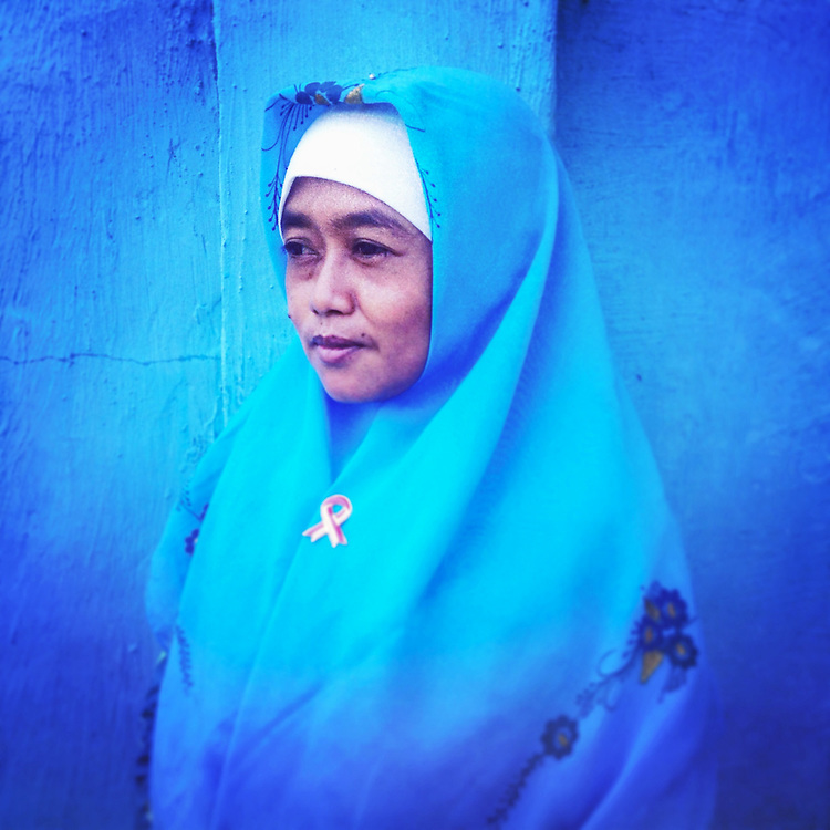 A portrait of Reni; a devoted wife, a loving daughter, and a contributing member of her family and community. <br /> <br /> For more information and to watch multimedia please visit this interactive website: <br /> <br /> www.Iampositif.org (English)<br /> www.Sayapositif.org (Indonesian)