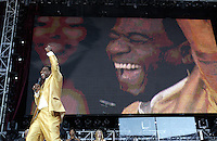 Al Green at United We Stand: What More Can I Give? Concert. A music benefit in support of the recovery efforts from the September 11 attack on America.  The proceeds will go to various Relief Funds. October 21, 2001 (Jeff Snyder)