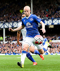 Everton's Steven Naismith in action - Mandatory byline: Matt McNulty/JMP - 07966386802 - 12/09/2015 - FOOTBALL - Goodison Park -Everton,England - Everton v Chelsea - Barclays Premier League