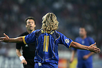 Amsterdam, 15-9-04<br />Champions League 2004-05<br />Ajax-Juventus<br />nella  foto Nedved si lamenta con l'arbtro dopo un fallo subito<br />Foto Snapshot / Graffiti