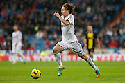Modric dribbling several players looking for shot