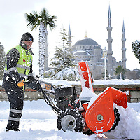 Istanbul, Turkey 18 February 2008<br /> View of a snow-covered Istanbul. <br /> A man cleaning a path in a winter scene of the city.<br /> Photo: Ezequiel Scagnetti