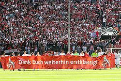 """14.05.2010,  Rhein Energie Stadion, Koeln, GER, 1.FBL, FC Koeln vs Schalke 04, 34. Spieltag, im Bild: Plakat fuer die Fans. Mannschaft von Koeln mit """"Dank Euch weiterhin erstklassig""""  EXPA Pictures © 2011, PhotoCredit: EXPA/ nph/  Mueller       ****** out of GER / SWE / CRO  / BEL ******"""