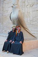 Egypte, Haute Egypte, vallée du Nil, Edfou, temple dédié au dieu Horus, le faucon Horus // Egypt, Nile Valley, Edfou, Horus temple, the falcon Horus