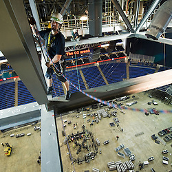 Mcc0035742.DT Sport.Masters Tennis Tournament at the O2.The ATP end of season competition with the top seeded tennis players inc Andy Murray.Pic Shows Crews up in the roof of the O2 helping to install the lighting and giant screen rigging