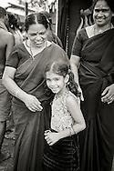 Kvinnor på väg till en av hiunduismens viktigaste pilgrimsmål Sabarimala. Endast flickor yngre än 10 år och kvinnor äldre än 50 år kan besöka det heliga templet. fertila kvinnor kan ej besöka templet.<br /> <br /> Female pilgrims on their way to the Hindu pilgrimage centre Sabarimala. Only females below the age of 10 years old and women older than 50 are allowed to visit the Temple. Fertile women are not allowed.<br /> Sabarimala, Kerala, India
