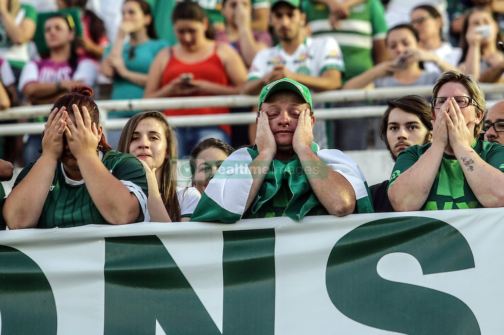 CHAPECO, Nov. 30, 2016 (Xinhua) -- Supporters of Brazilian football team Chapecoense take part in a vigil at Conda Arena in Chapeco municipality, Santa Catarina state, Brazil, on Nov. 29, 2016. Colombian President Juan Manuel Santos on Tuesday lamented the plane crash in the northwest of his country that killed 71 people. The LMI2933 charter flight carrying Brazilian football team Chapecoense was heading to a championship final of the South American Cup in Medellin, Colombia. (Xinhua/Gabriela Bilo/AGENCIA ESTADO) (djj) ***BRAZIL OUT* (Credit Image: © Agencia Estado/Xinhua via ZUMA Wire)