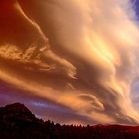 Lenticular cloud (Sierra Wave) overthee eastern Sierra Nevada and Owens Valley, California.