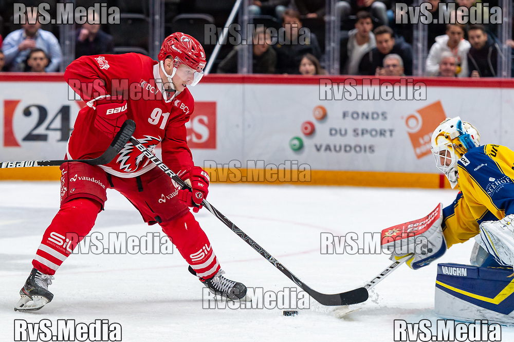LAUSANNE, SWITZERLAND - NOVEMBER 05: #91 Joel Vermin of Lausanne HC tries to score against #30 Goalie Joren van Pottelberghe of HC Davos during the Swiss National League game between Lausanne HC and HC Davos at Vaudoise Arena on November 5, 2019 in Lausanne, Switzerland. (Photo by Monika Majer/RvS.Media)