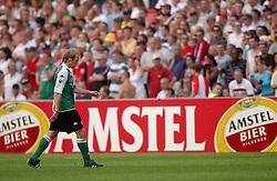 01-06-2003 NED: Amstelcup finale FC Utrecht - Feyenoord, Rotterdam<br /> FC Utrecht pakt de beker door Feyenoord met 4-1 te verslaan / Ruud Bossen, Paul Bosvelt, Pierre van Hooijdonk, Rode kaart