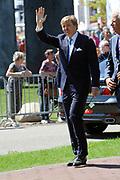 Koning Willem Alexander en Koningin Maxima op provinciebezoek in Groningen.<br /> <br /> King Willem Alexander and Queen Maxima visit the province of  Groningen<br /> <br /> Op de foto:  De Koning en Koningin vertrekken<br /> <br /> The King and Queen leave