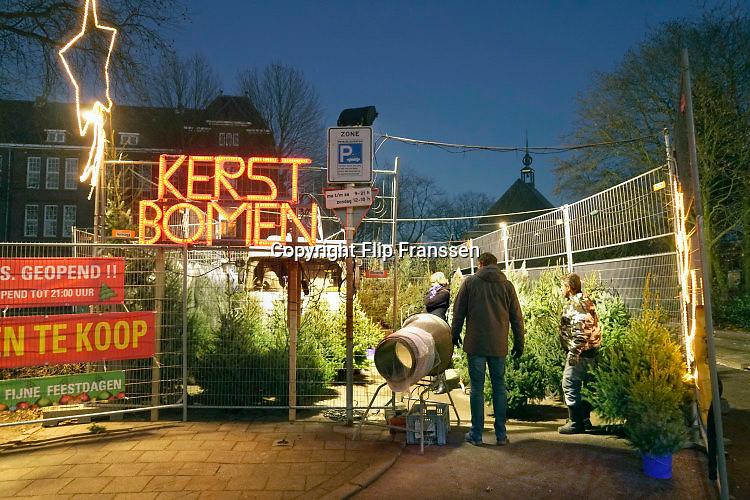 Nederland, Nijmegen, 4-12-2016Kerstbomenverkoop op het VierdaagsepleinFoto: Flip Franssen