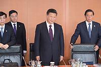 05 JUL 2017, BERLIN/GERMANY:<br /> Xi Jinping (M), Staatspraesident der Volksrepublik China, zu Beginn eines Treffens mit Bundeskanzlerin M erkel, Kleiner Kabinettsaal, Bundeskanzleramt<br /> IMAGE: 20170705-01-008
