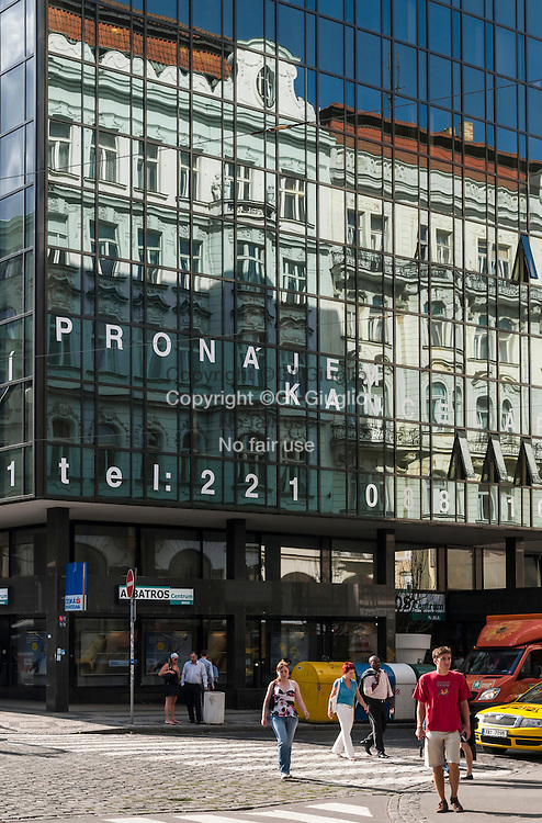 République Tchèque, Prague, quartier  Nové Mesto,immeuble rue Narodny // Czech Republic, Prague city, Nove Mesto, Art building on Narodny street