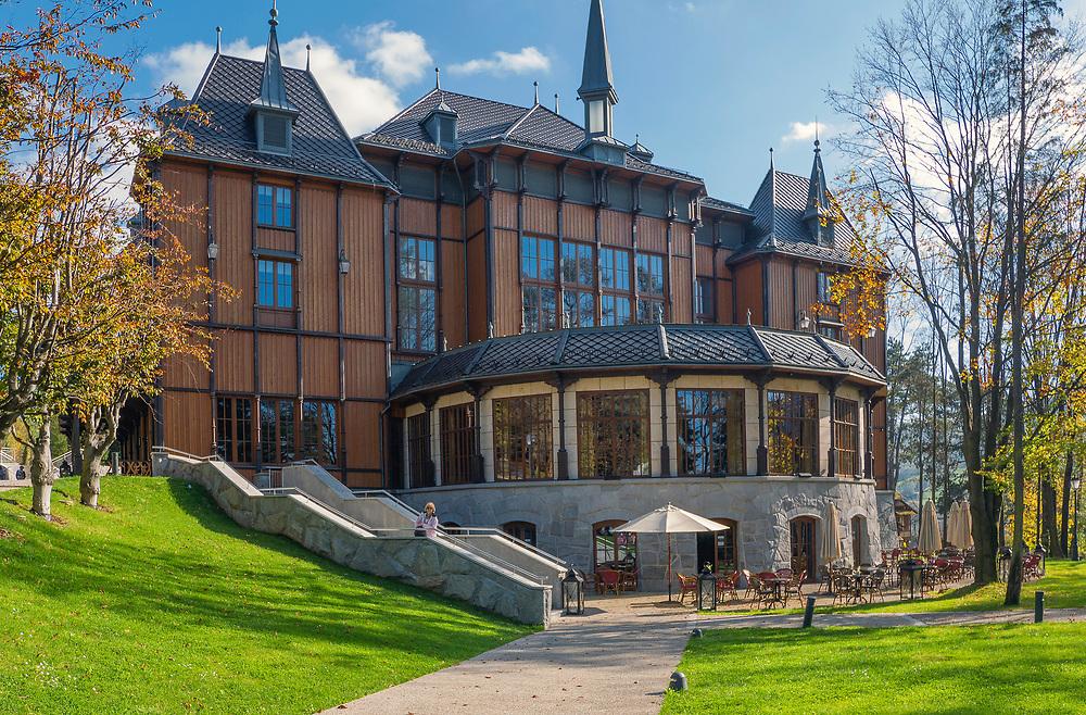Dworek Gościnny – gmach teatralno-hotelowy w Szczawnicy, znajdujący się w Parku Górnym.