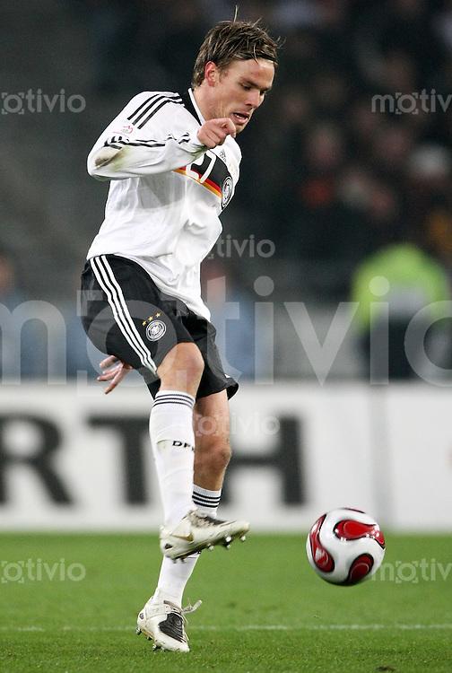 FUSSBALL  INTERNATIONAL  DEUTSCHE NATIONALMANNSCHAFT Clemens FRITZ (Deutschland), Einzelaktion am Ball