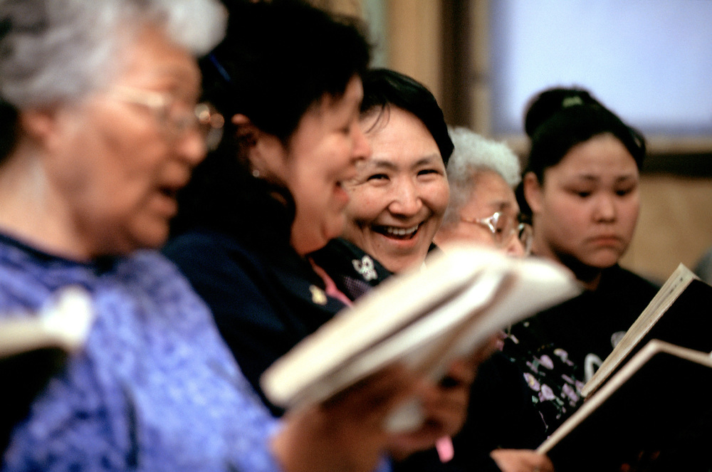 After the service in Iñupiaq, a singspiration goes on every Sunday night at the Presbiterian Church. <br /> <br /> May 18, 21:52