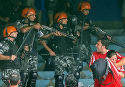 Brigada Militar tenta conter tumulto na torcida durante a partida entre as equipes do Grêmio e Internacional realizada no Estádio Olímpico, em Porto Alegre, válida pela 33ª rodada do Campeonato Brasileiro. FOTO: Jefferson Bernardes/Preview.com