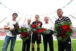 07.05.2011,  BayArena, Leverkusen, GER, 1. FBL, Bayer Leverkusen vs Hamburger SV, 33. Spieltag, im Bild: Ehrungen vor dem Spiel. Peter Hermann (Co-Trainer Leverkusen), Jupp Heynckes (Trainer Leverkusen), Sami Hyypiae (Leverkusen #4) sowie ein unbekanter und daneben noch Thomasz Bobel von rechts  EXPA Pictures © 2011, PhotoCredit: EXPA/ nph/  Mueller       ****** out of GER / SWE / CRO  / BEL ******