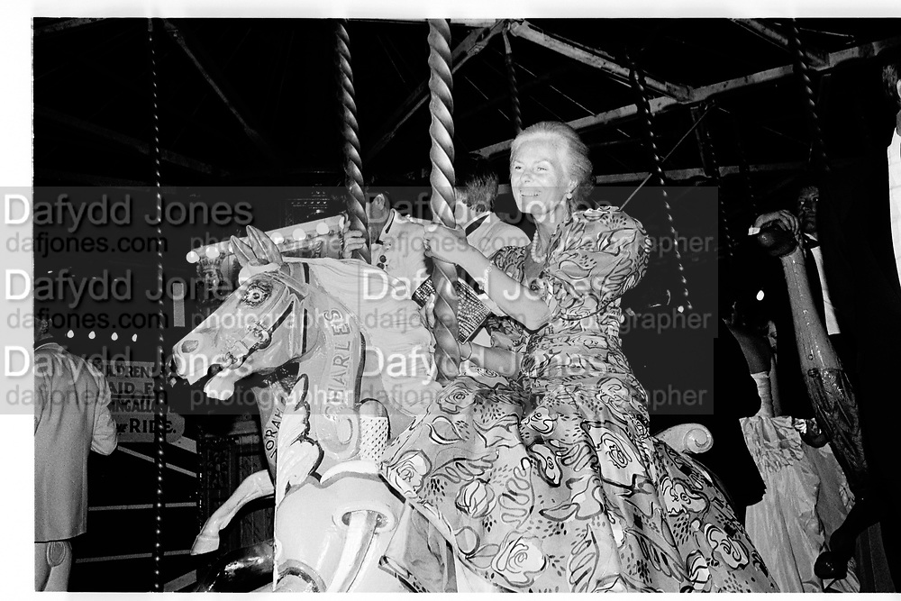 The Duchess of Kent. Berkeley Square Ball. 7 July 1986.  SUPPLIED FOR ONE-TIME USE ONLY> DO NOT ARCHIVE. © Copyright Photograph by Dafydd Jones 66 Stockwell Park Rd. London SW9 0DA Tel 020 7733 0108 www.dafjones.com