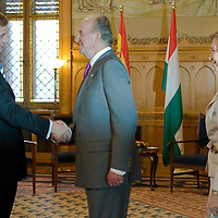 Ferenc Gyurcsany (L), Hungarian prime minister meets  Spanish king I. Juan Carlos (C) and his wife queen Sofia (R) in the Parliament, Budapest, Hungary. Wednesday, 30. May 2007. ATTILA VOLGYI