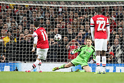 19.02.2014, Emirates Stadion, London, ENG, UEFA CL, FC Arsenal vs FC Bayern Muenchen,  Achtelfinale, im Bild l-r: Mesut Oezil #11 (FC Arsenal London) beim elfmeter, Manuel NEUER #1 (FC Bayern Muenchen) // during the UEFA Champions League Round of 16 match between FC Arsenal and FC Bayern Munich at the Emirates Stadion in London, Great Britain on 2014/02/19. EXPA Pictures © 2014, PhotoCredit: EXPA/ Eibner-Pressefoto/ Kolbert<br /> <br /> *****ATTENTION - OUT of GER*****