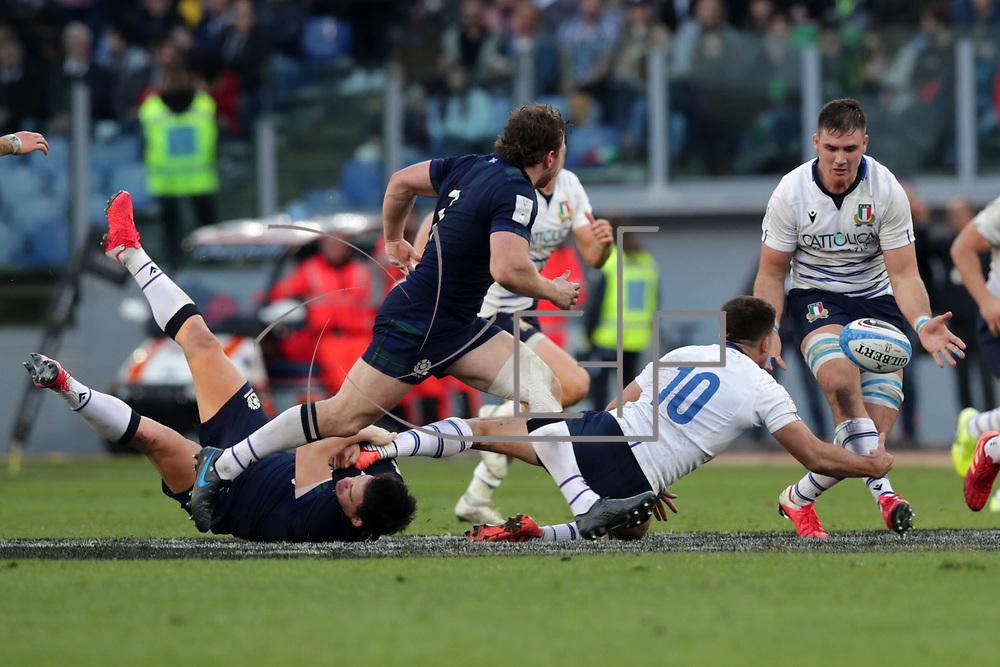 Roma 22/02/2020 Stadio Olimpico<br /> Guinness 6 nations 2020 : Italia vs Scozia<br /> Tommaso Allan offload su Jake Polledri