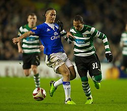 LIVERPOOL, ENGLAND - Tuesday, February 16, 2010: Everton's Steven Pienaar and Sporting Clube de Portugal's Liedson during the UEFA Europa League Round of 32 1st Leg match at Goodison Park. (Photo by: David Rawcliffe/Propaganda)