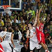 Fenerbahce Ulker's Darjus LAVRINOVIC (C) during their Euroleague Basketball Top 16 Game 5 match Fenerbahce Ulker between Olympiacos at Sinan Erdem Arena in Istanbul, Turkey, Thursday, February 24, 2011. Photo by TURKPIX
