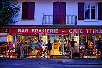 France, Pyrénées-Atlantiques (64), Pays Basque, Saint-Jean-Pied-de-Port, le café Ttipia // France, Pyrénées-Atlantiques (64), Basque Country, Saint-Jean-Pied-de-Port