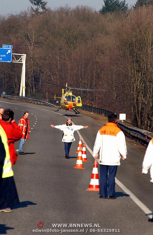 Dodelijk ongeval motorrijder A1 bij Laren, opstijgen traumaheli, MMT