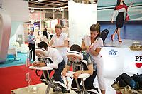 DEU, Deutschland, Germany, Berlin, 02.10.2011:<br />Besucher einer Luftfahrt-Messe bekommen am Stand des Prager Flughafens eine Massage.
