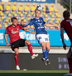 Magnus Warming (Lyngby Boldklub) presses af Pierre Bengtsson (FC København) under kampen i 3F Superligaen mellem Lyngby Boldklub og FC København den 1. juni 2020 på Lyngby Stadion (Foto: Claus Birch).