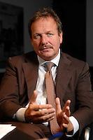 16 NOV 2006, BERLIN/GERMANY:<br /> Frank Bsirske, Vorsitzender der Gewerkschaft ver.di, Vereinte Dienstleistungsgewerkschaft, waehrend einem Interview, in seinem Buero, Ver.di Bundesverwaltung<br /> IMAGE: 20061116-01-045