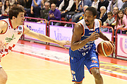 DESCRIZIONE : Campionato 2015/16 Giorgio Tesi Group Pistoia - Acqua Vitasnella Cantù<br /> GIOCATORE : Hall Langston <br /> CATEGORIA : Palleggio Penetrazione<br /> SQUADRA : Acqua Vitasnella Cantù<br /> EVENTO : LegaBasket Serie A Beko 2015/2016<br /> GARA : Giorgio Tesi Group Pistoia - Acqua Vitasnella Cantù<br /> DATA : 08/11/2015<br /> SPORT : Pallacanestro <br /> AUTORE : Agenzia Ciamillo-Castoria/S.D'Errico<br /> Galleria : LegaBasket Serie A Beko 2015/2016<br /> Fotonotizia : Campionato 2015/16 Giorgio Tesi Group Pistoia - Sidigas Avellino<br /> Predefinita :