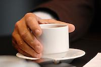 16 NOV 2006, BERLIN/GERMANY:<br /> Hand von Frank Bsirske, Vorsitzender der Gewerkschaft ver.di, Vereinte Dienstleistungsgewerkschaft, an einer Kaffeetasse, waehrend einem Interview, in seinem Buero, Ver.di Bundesverwaltung<br /> IMAGE: 20061116-01-033