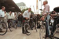 """16 JUL 1999 - BONN, GERMANY:<br /> Gerhard Schröder, Bundeskanzler, prüft sein (Leih-) Fahrrad, vor der SPD Radtour """"Abschied vom Rhein""""<br /> Gerhard Schroeder, Fed. Chancellor Germany, is checking his bike before starting a trip with a part of the SPD parliamentary group to a """"Goodbye from Rhine"""" tour <br /> IMAGE: 19990716-01/02-05"""