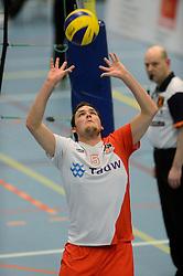 02-02-2013 VOLLEYBAL: KOOTFIN TAURUS - TAUW GEMINI-S: HOUTEN<br /> Topdivisie mannen / Koploper Taurus wint vij eenvoudig van Gemini-S / /tfge5/<br /> ©2013-FotoHoogendoorn.nl